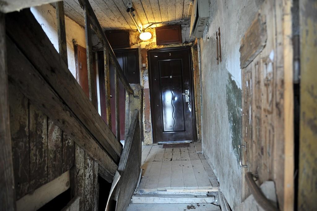 В Тверской области люди почти 10 лет живут в аварийном доме