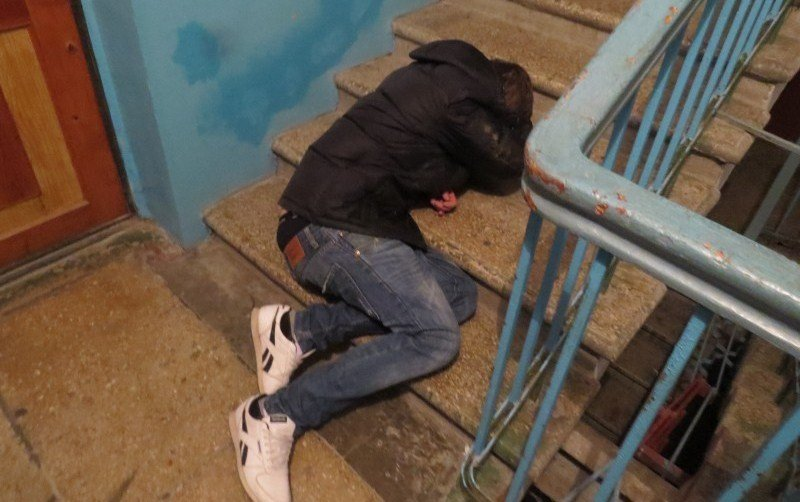 Житель Твери до смерти забил мужчину, превратившего подъезд в туалет