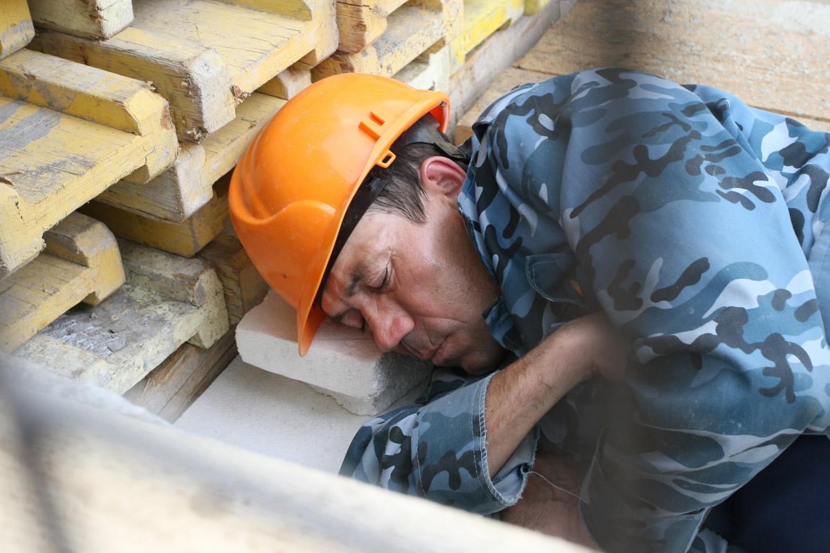 Недобросовестного подрядчика заставили отремонтировать дворы в Тверской области