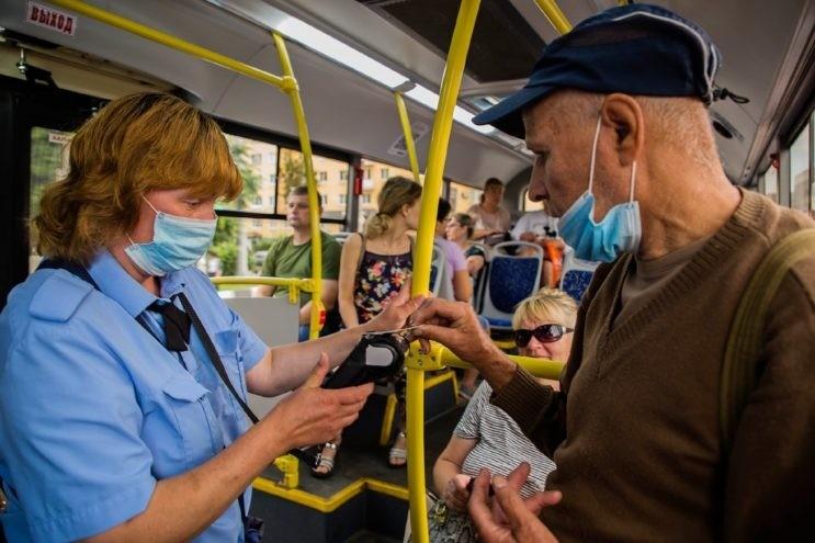 Жителей Тверской области обязали носить маски в транспорте