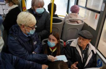 Маски в Твери можно бесплатно получить в автобусах
