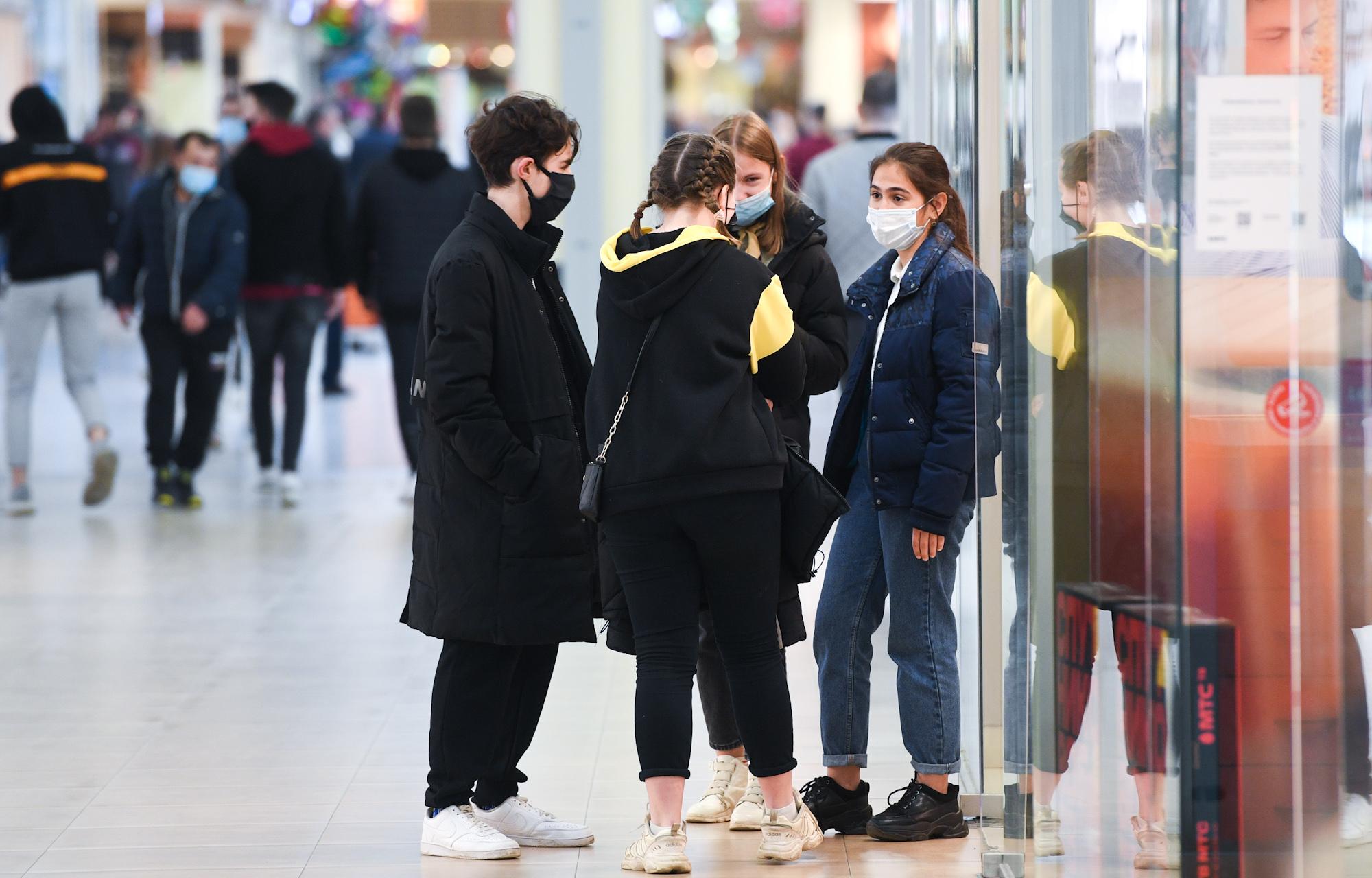Посетителей крупнейшего тверского торгового центра проверяла полиция в масках