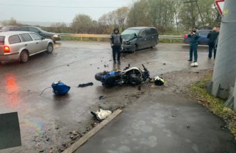 Мотоциклист без прав попал в больницу после ДТП в Тверской области