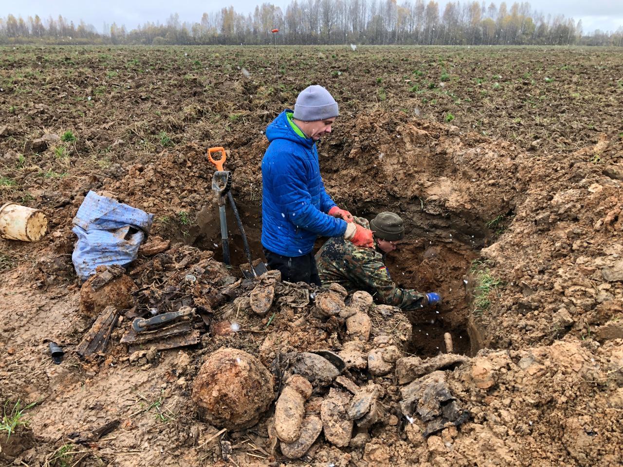 Поисковики нашли под Ржевом останки 12 красноармейцев с подписанными ложками