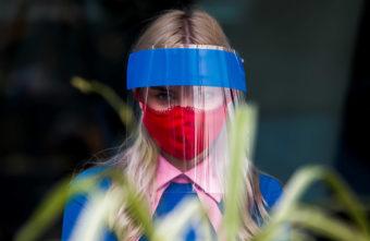 Жителям Твери запретили находиться на парковках и в лифтах без маски