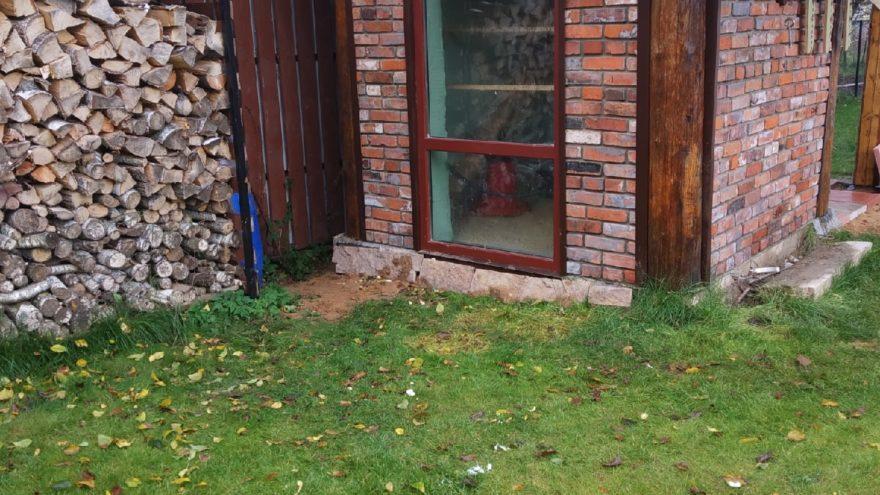 Житель Тверской области построил дом из обломков старинных разрушенных зданий
