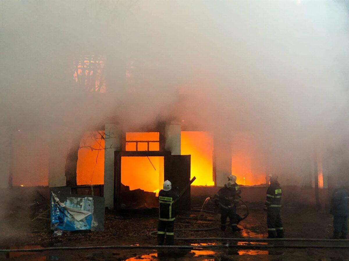 В Твери произошел пожар в промзоне