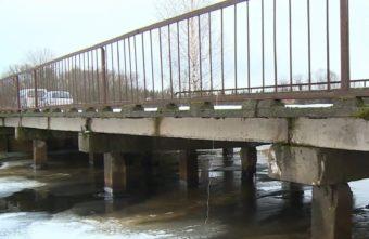 Аварийный мост в Тверской области может обрушиться в любой момент