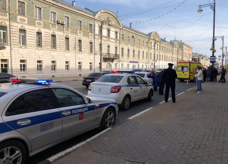 В центре Твери иномарка сбила женщину на переходе