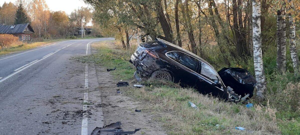 В Тверской области трезвый водитель задел обочину и оказался в кювете
