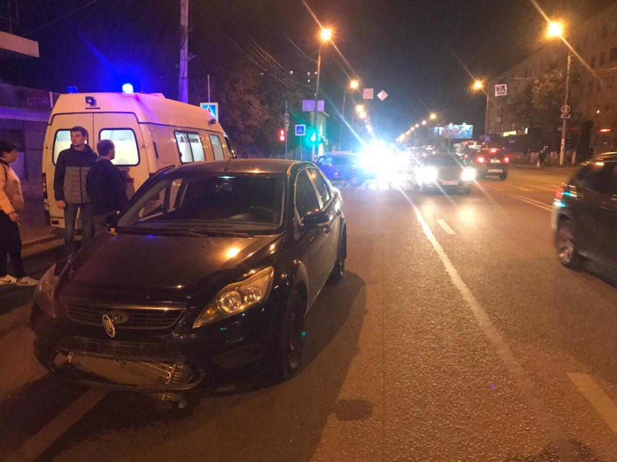 В Твери столкнулись две машины, пострадали парень и девушка