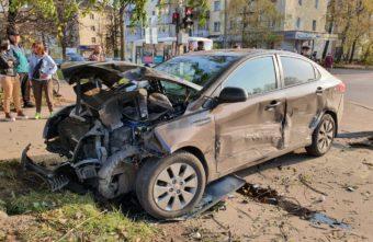 В Тверской области машина сбила женщину, стоявшую на тротуаре