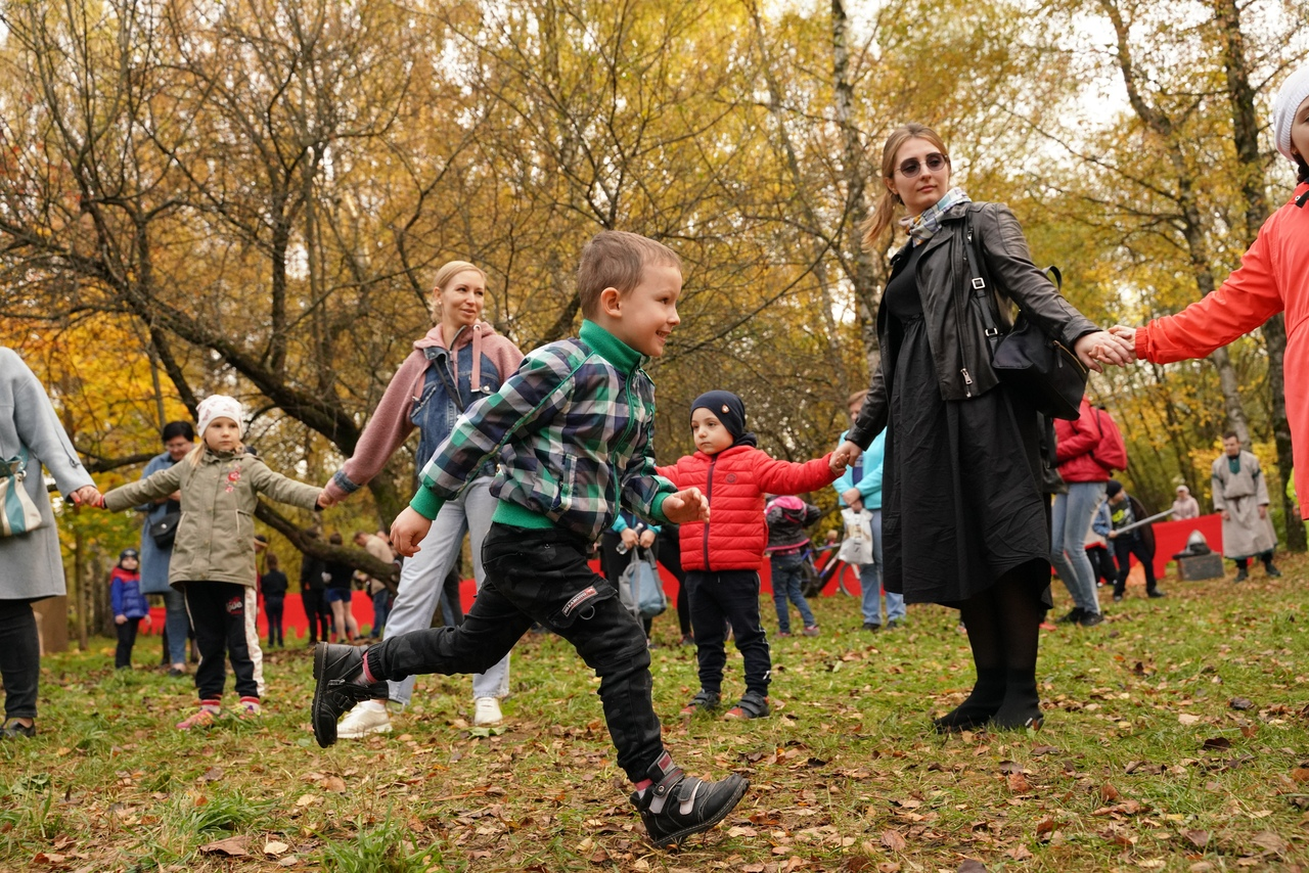 Тверская молодежь отметила Покров в парке Победы
