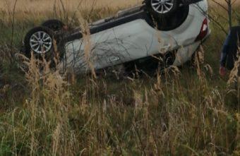 Под Тверью женщина в машине вылетела с дороги и перевернулась