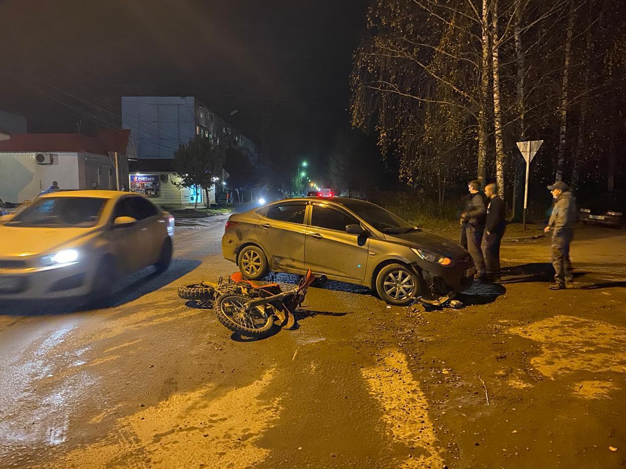Трезвый мотоциклист без шлема и прав пострадал в Тверской области