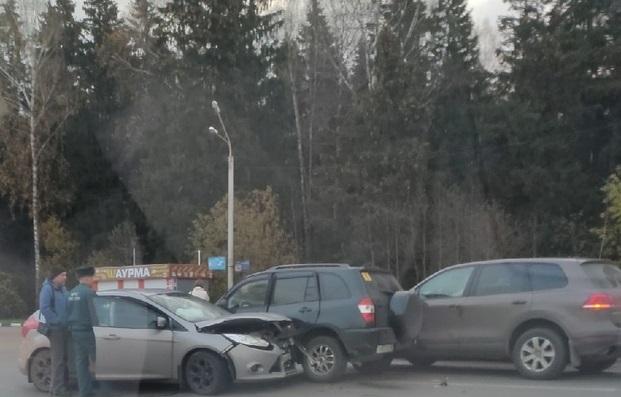 Молодая девушка спровоцировала тройное ДТП в Тверской области