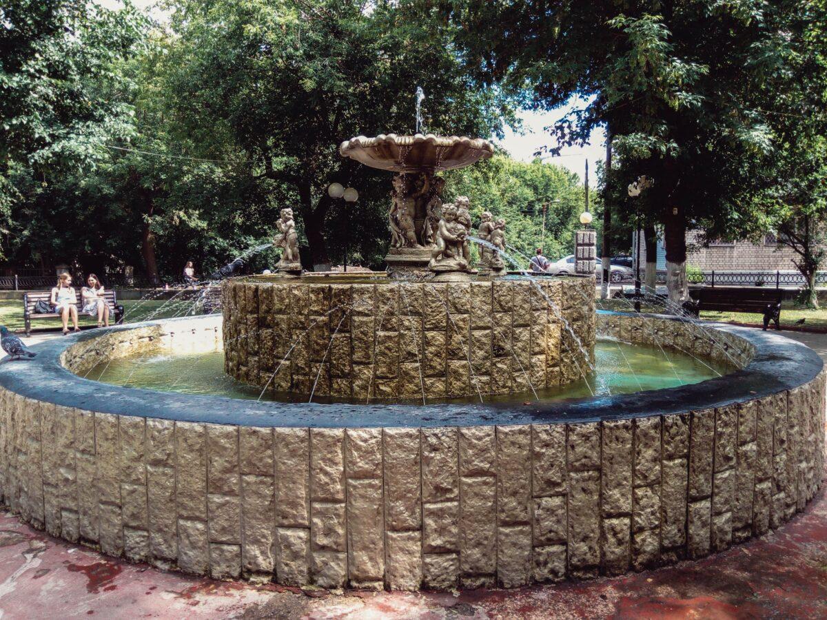 Жаркая осень в Твери почти на неделю продлила сезон фонтанов