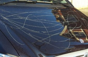 Жительница Тверской области дважды пыталась задавить мужчину, с которым поссорилась