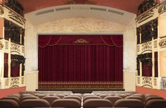 В тверском театре драмы новый занавес, сделанный по уникальному эскизу