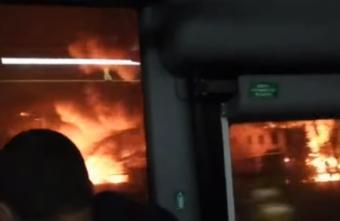 Жители Твери наблюдали за гигантским пожаром из автобусов