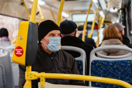 Водители и контролёры не могут заставить жителей Твери надеть маску