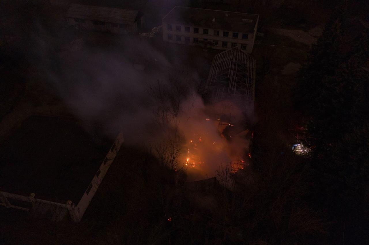 Вечером в Твери снова начался пожар на бывшей химбазе