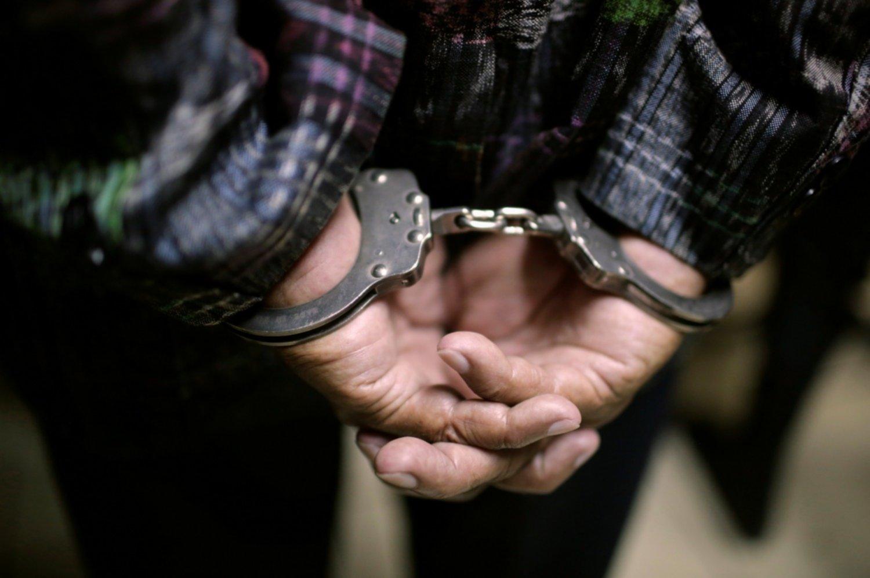 Житель Твери жестоко избил и ограбил женщину посреди улицы