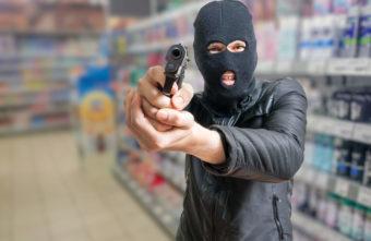 Житель Твери надевал маску и грабил магазины