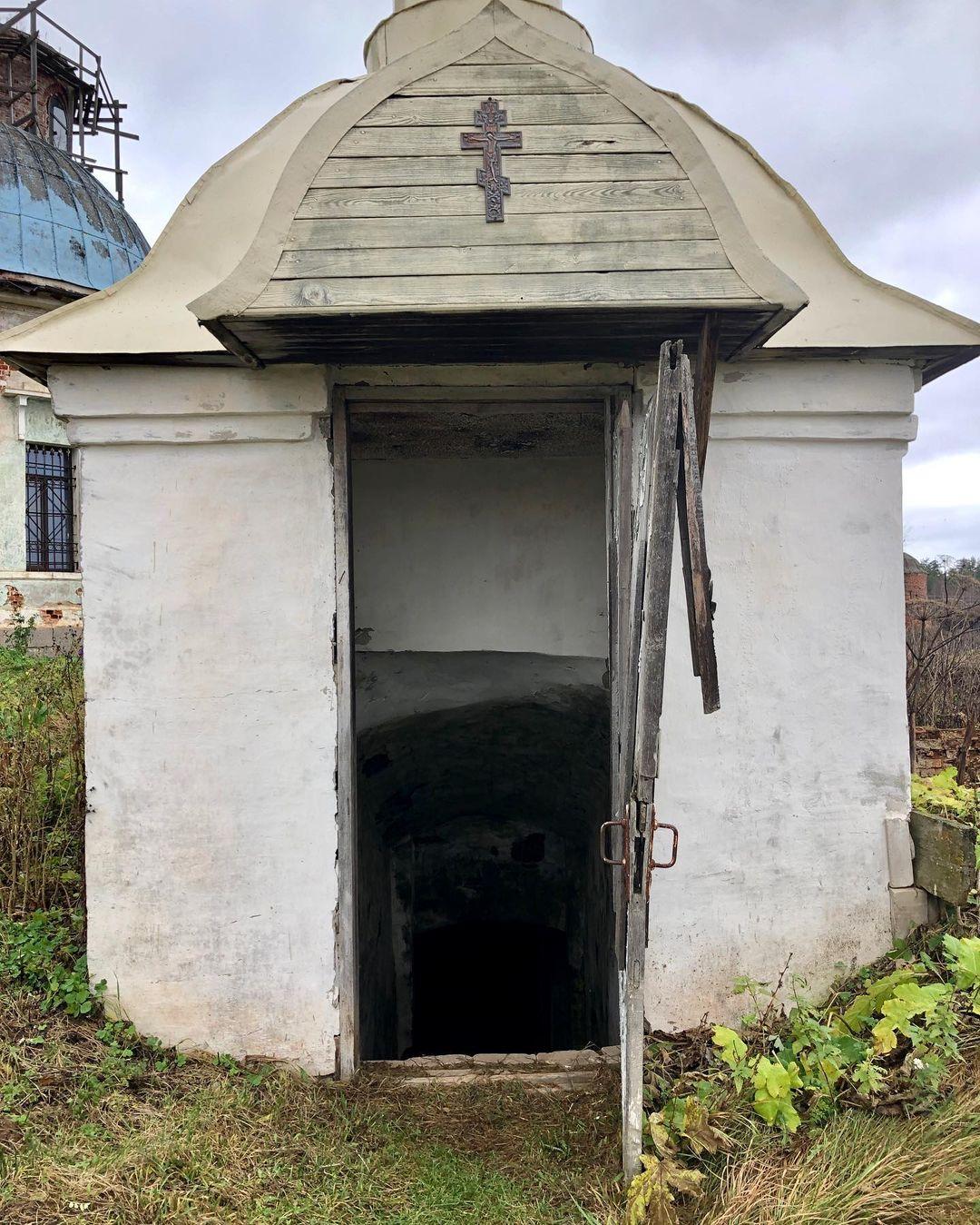 В соцсетях рассказали о загадочной подземной церкви в Тверской области