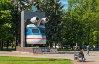 Памятник тверскому реактивному поезду может стать самым креативным в России