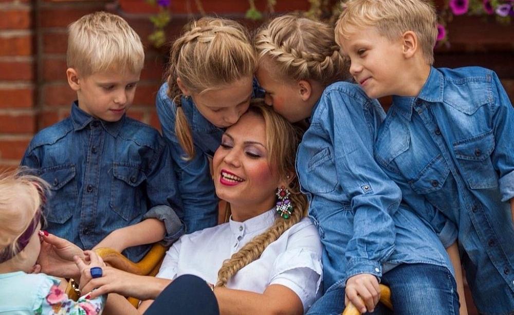 Мамы улыбаются: топ главных подарков для женщин от Тверской области