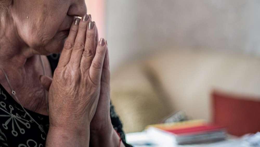 Два разбойника напали на престарелую жительницу Тверской области