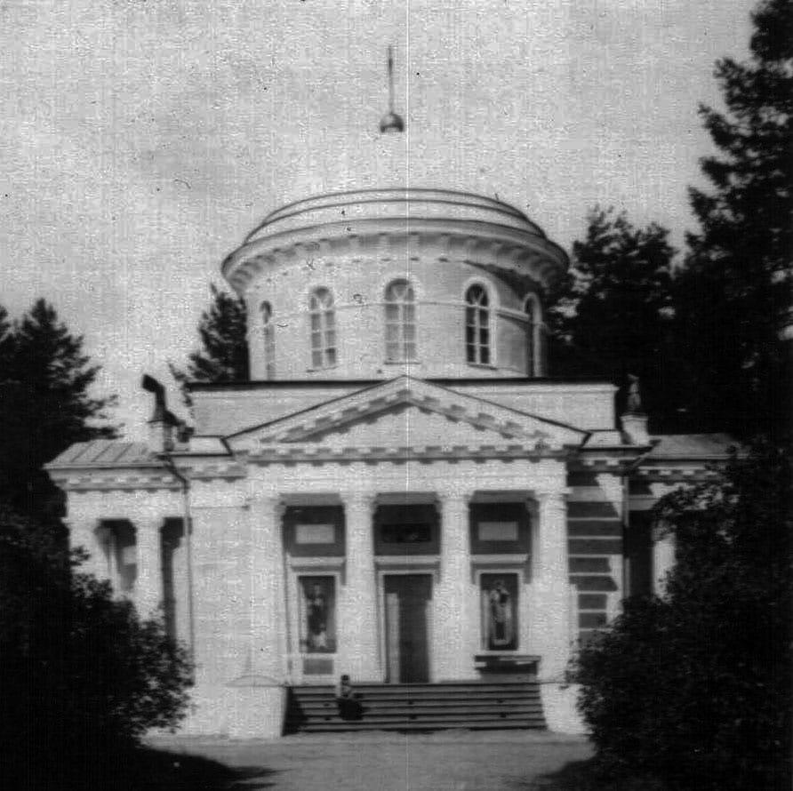 """Тверские краеведы нашли в """"Голубых озерах"""" останки строителя взорванного храма"""