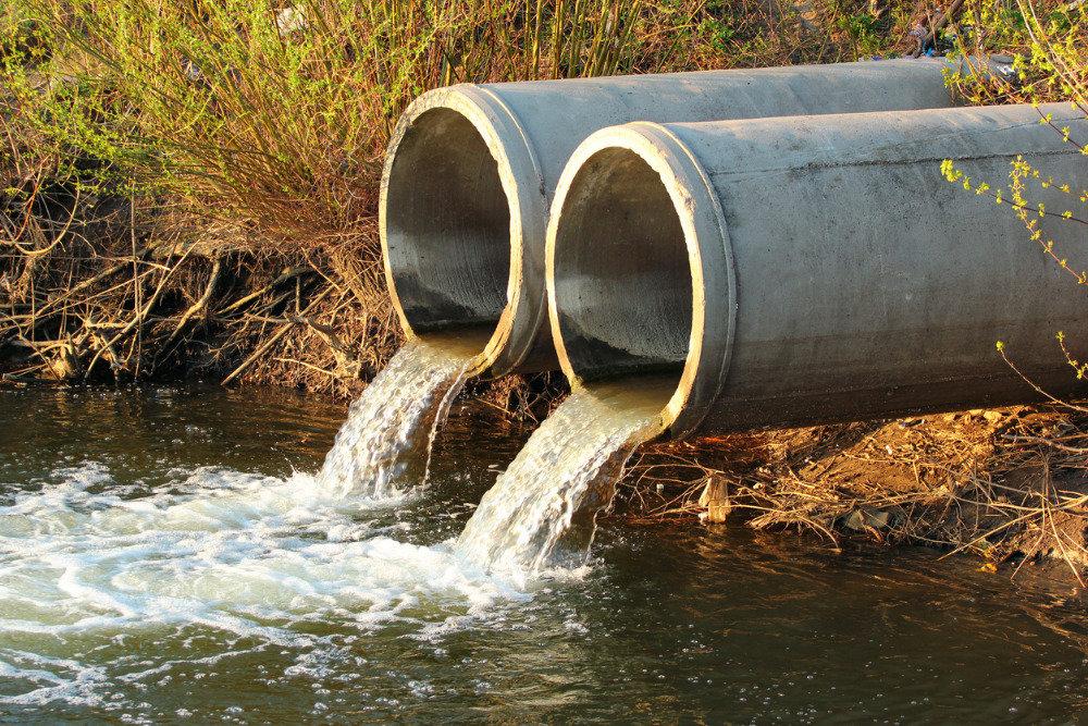 Руководство тверского гипермаркета могут заставить платить полмиллиона за слив сточных вод