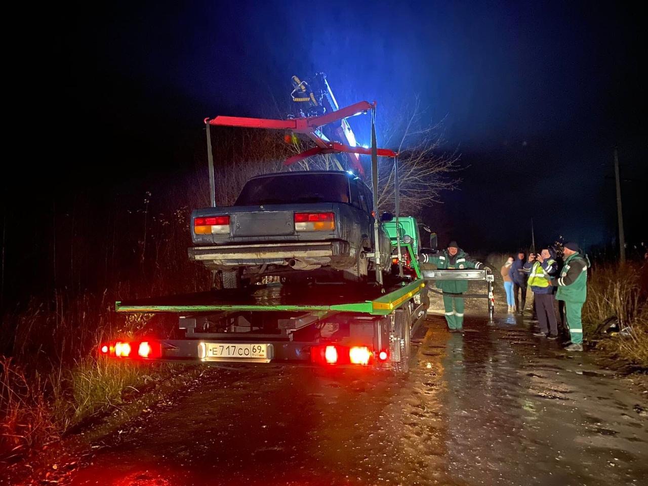 18-летний водитель без прав разъезжал по деревне под Тверью