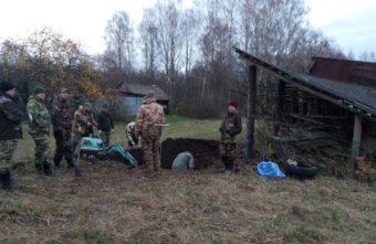 Под Ржевом у сарая нашли захоронение красноармейцев, расстрелянных немцами