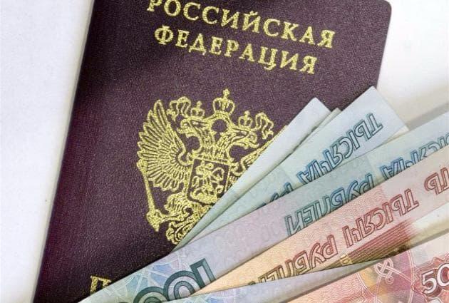 В Твери женщина получила взятку за отметку в паспортах 45 мигрантов