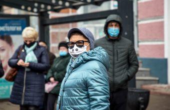 Жителям Тверской области ещё целый год придётся носить маски