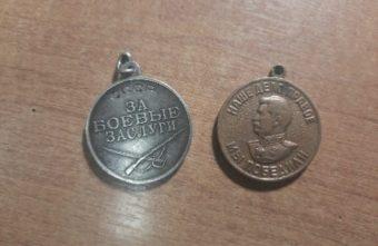 Сиделка украла у 80-летней пенсионерки медали в Тверской области