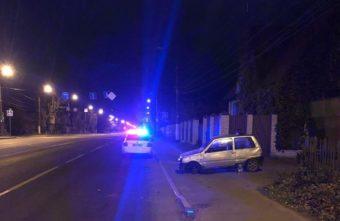 """17-летний подросток повредил голову в перевернувшей """"Оке"""" в Твери"""
