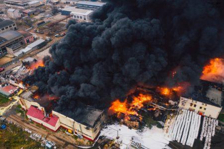 В Твери локализовали пожар на площади 5 тысяч квадратных метров
