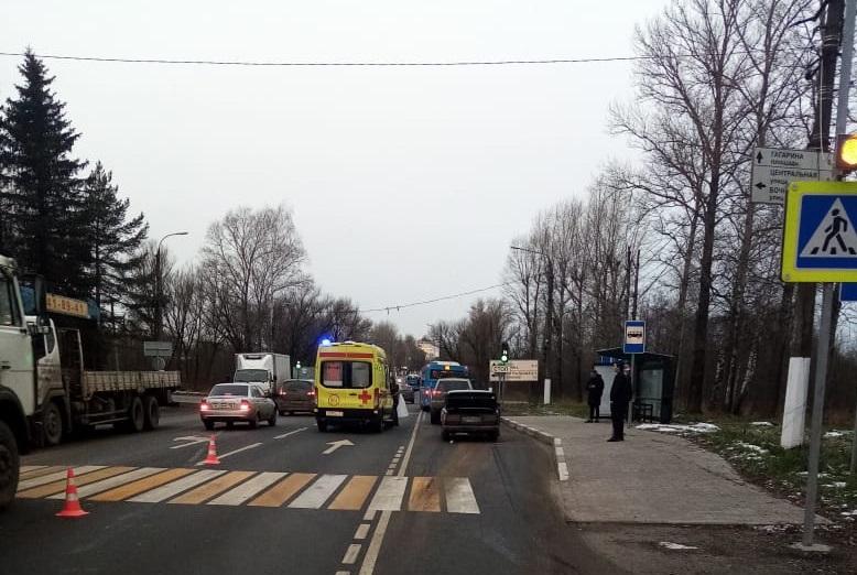 Обочечник на ВАЗе сбил 17-летнего парня на зебре в Твери