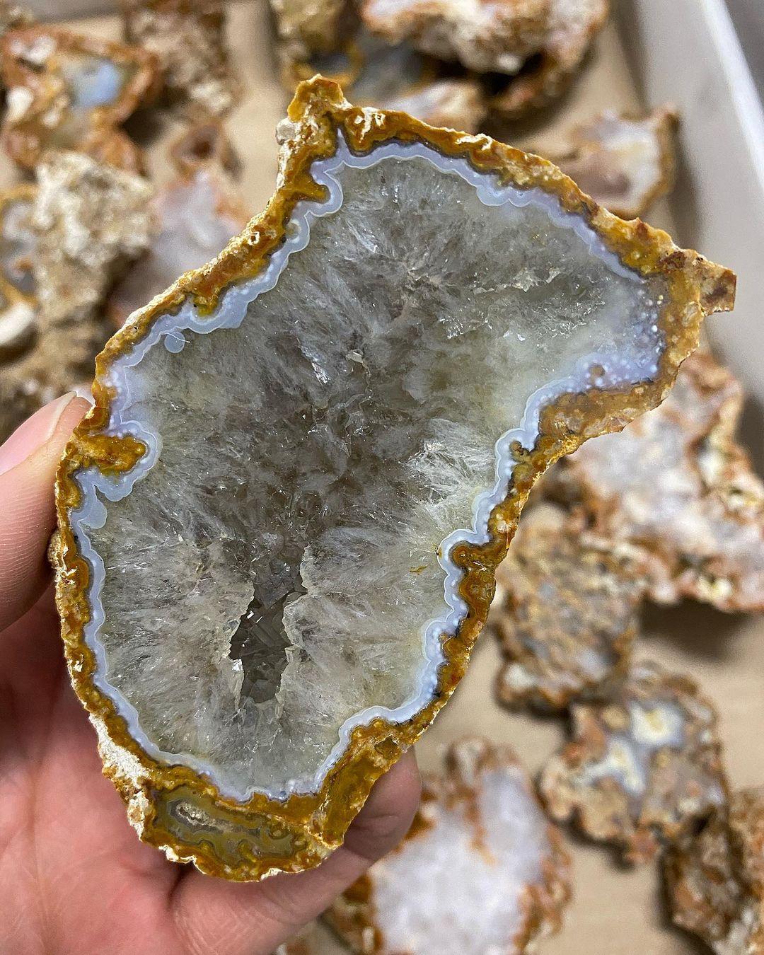 """В Тверской области """"камневед"""" нашел уникальные и очень красивые минералы"""