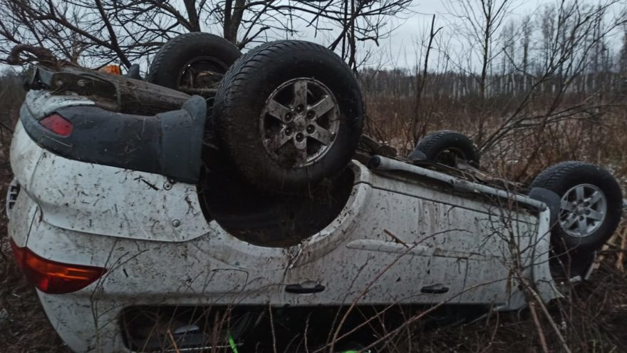 В Тверской области «Мицубиси» сделал кульбит, но водитель не пострадал