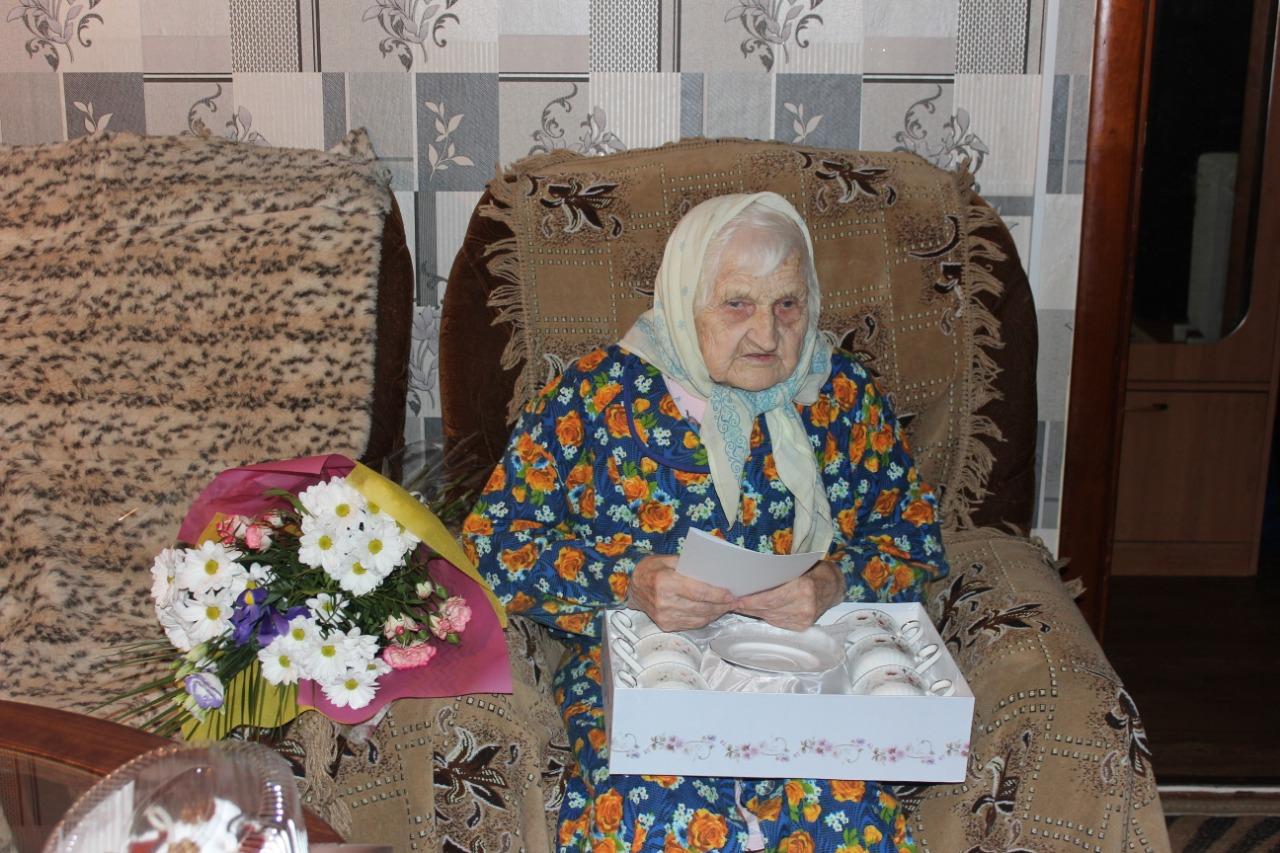 Труженица тыла Екатерина Колосова отмечает столетний юбилей в Тверской области