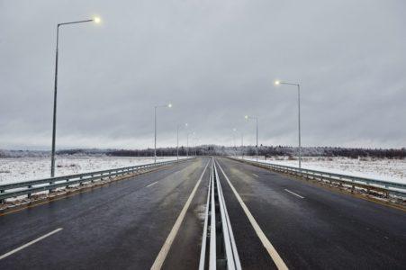 Предприниматель снял и увёз решётки ливнёвки с М-11 в Тверской области