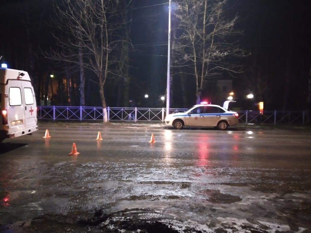 Иномарка сбила женщину на зебре в Тверской области