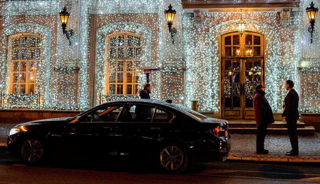 Тверские рестораны не спешат принимать заказы москвичей на Новый год
