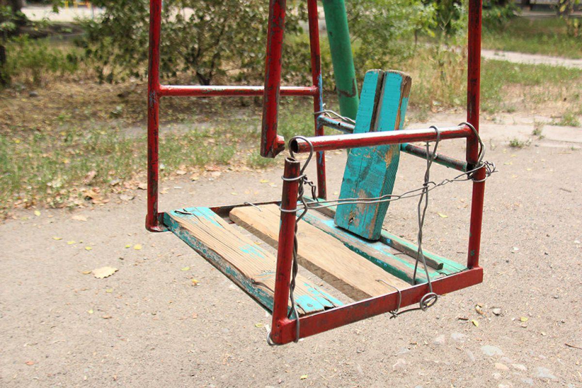 Жители Тверской области заставили управляющую компанию отремонтировать детскую площадку
