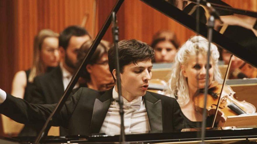 Известный пианист исполнит сонаты Бетховена на сцене Тверской филармонии